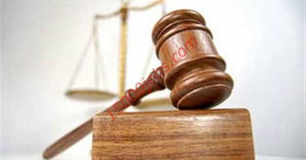 مطلوب موظفين قانونيين للعمل في شركة كبرى بالإمارات
