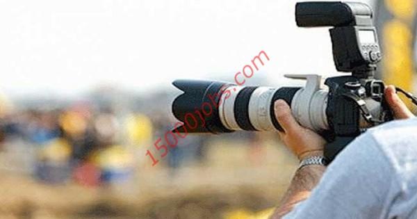 مطلوب مصورين فوتوغرافيا ومصممين جرافيك لشركة أزياء قطرية