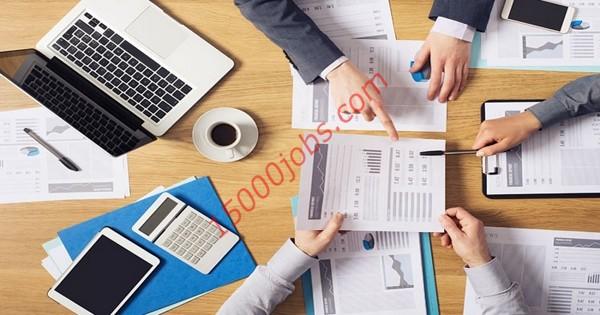 مطلوب فريق حسابات للعمل في شركة رائدة بالكويت