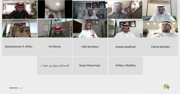 صورة وزير العمل يعقد لقاء افتراضي مع أعضاء اللجنة الوطنية التجارية