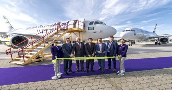 صورة شركة طيران أديل توفر 35 وظيفة للجنسين بالضيافة الجوية